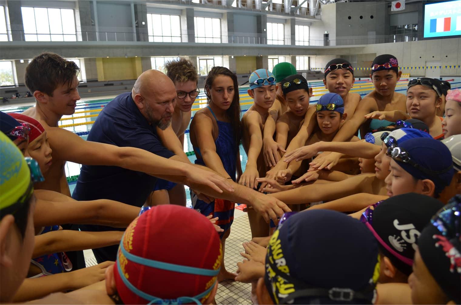 フランスの金メダリストと泳ごう!
