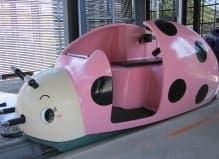 ピンクのモービル